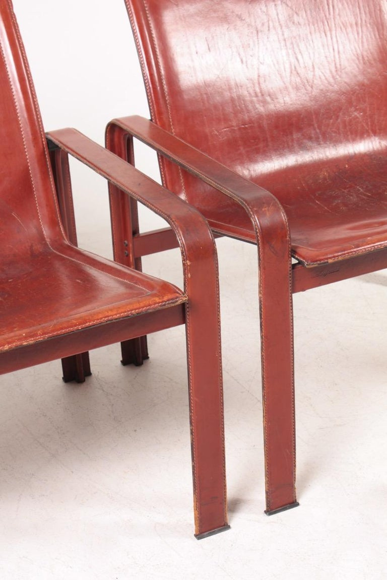 Scandinavian Modern Pair of Lounge Chairs in Patinated Leather by Matteo Grassi, 1970s For Sale
