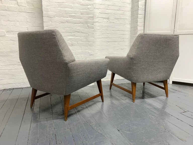 Mid-Century Modern Pair of Lounge Chairs Style of Raphael For Sale