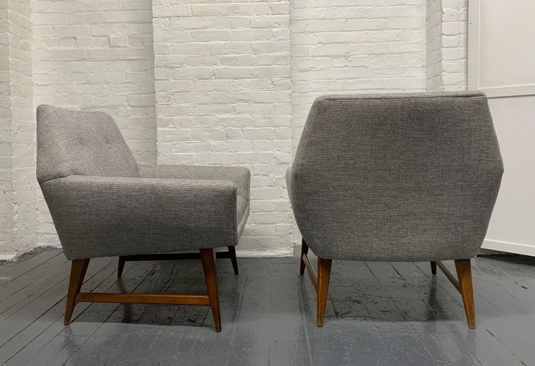 Pair of Lounge Chairs Style of Raphael In Good Condition For Sale In New York, NY