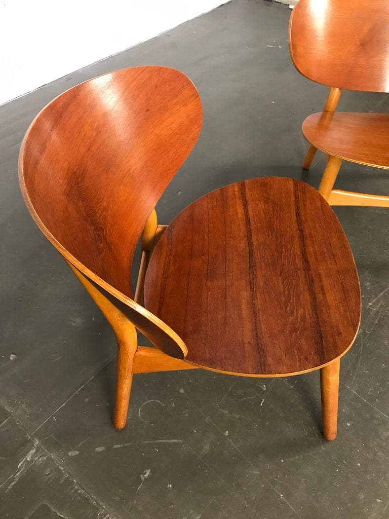 Pair of Lounge Shell Chairs by Hans Wegner for Fritz Hansen For Sale 3