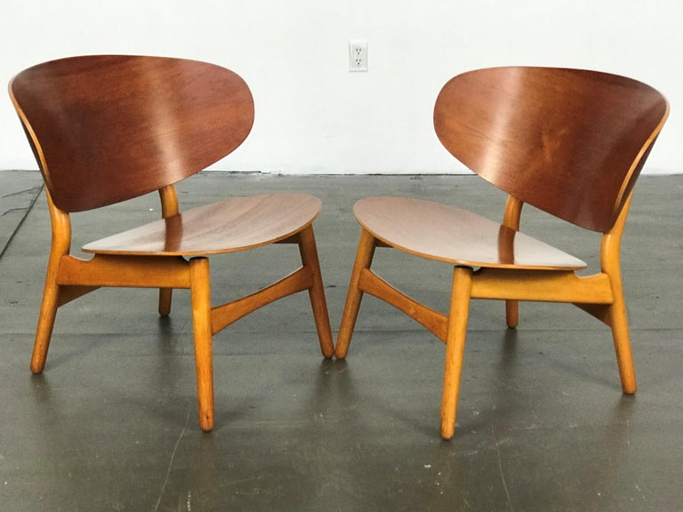 Pair of Lounge Shell Chairs by Hans Wegner for Fritz Hansen For Sale 4