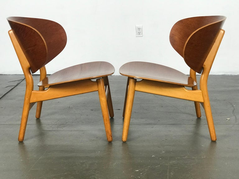 Pair of Lounge Shell Chairs by Hans Wegner for Fritz Hansen For Sale 5