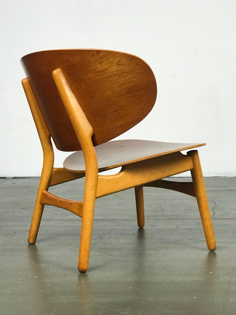 Pair of Lounge Shell Chairs by Hans Wegner for Fritz Hansen For Sale 6