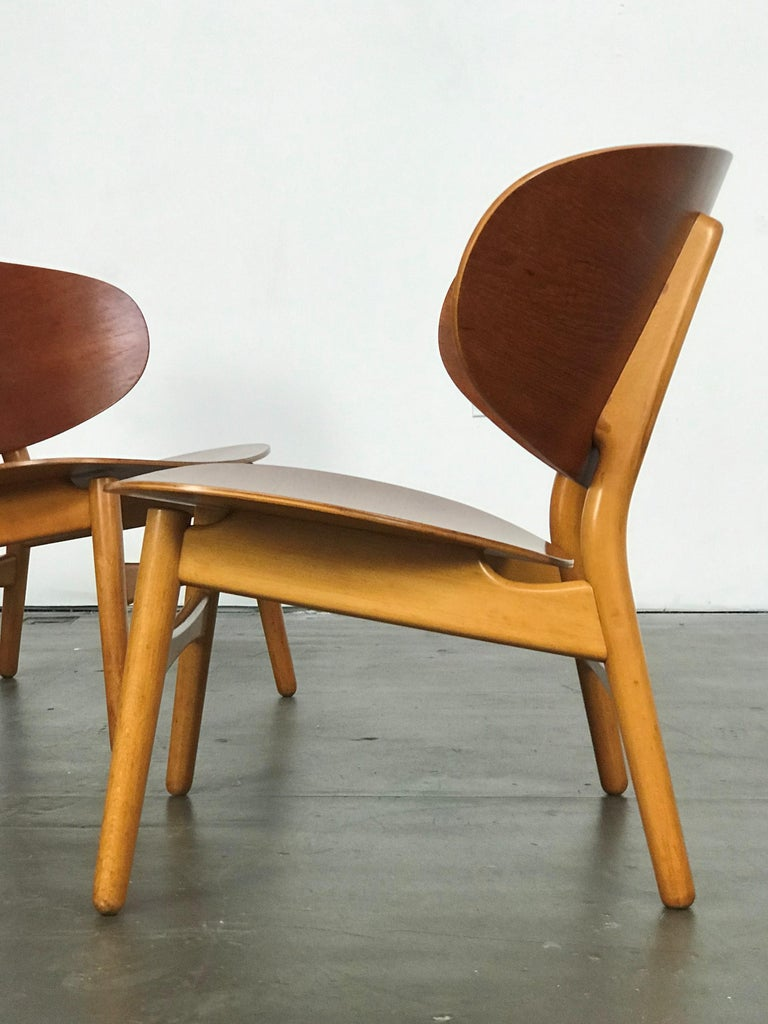 Mid-Century Modern Pair of Lounge Shell Chairs by Hans Wegner for Fritz Hansen For Sale