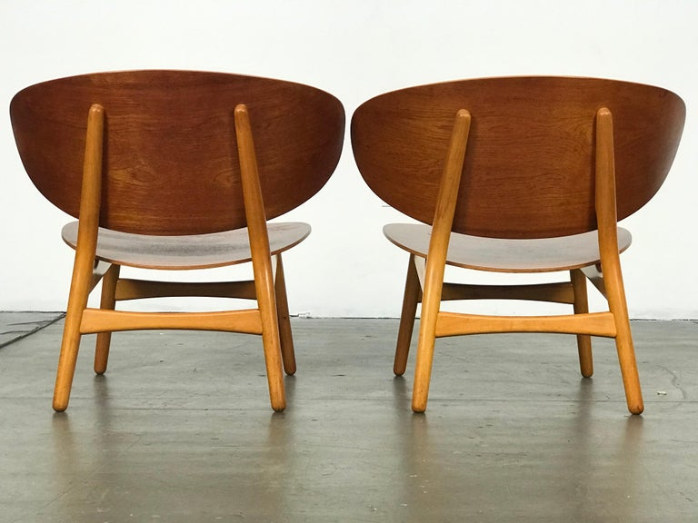 Pair of Lounge Shell Chairs by Hans Wegner for Fritz Hansen In Good Condition For Sale In St.Petersburg, FL