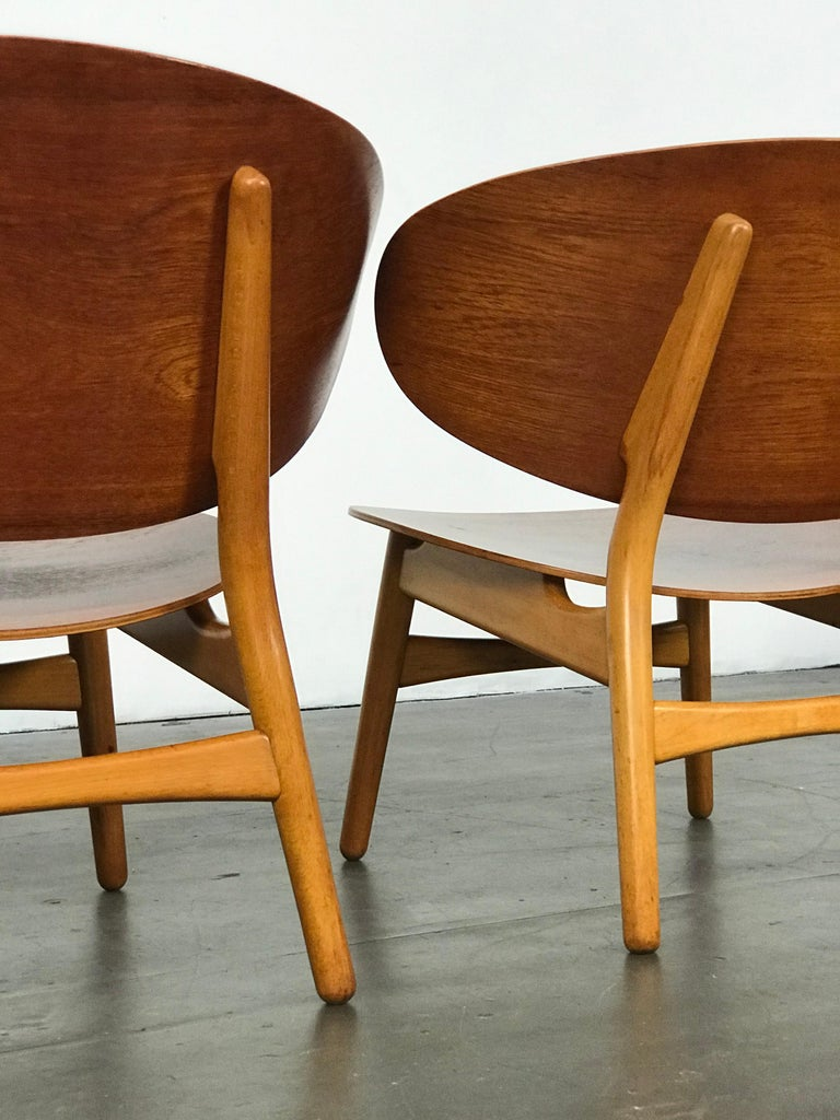 Mid-20th Century Pair of Lounge Shell Chairs by Hans Wegner for Fritz Hansen For Sale