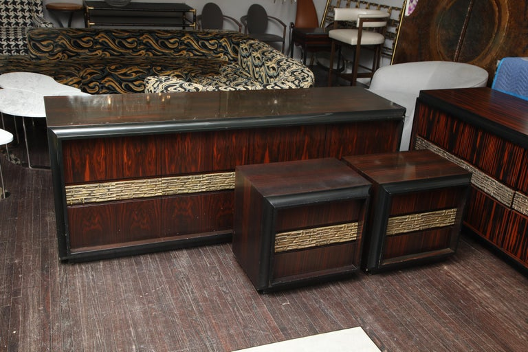 Mid-Century Modern Pair of Luciano Frigerio Vintage Italian Nightstands For Sale