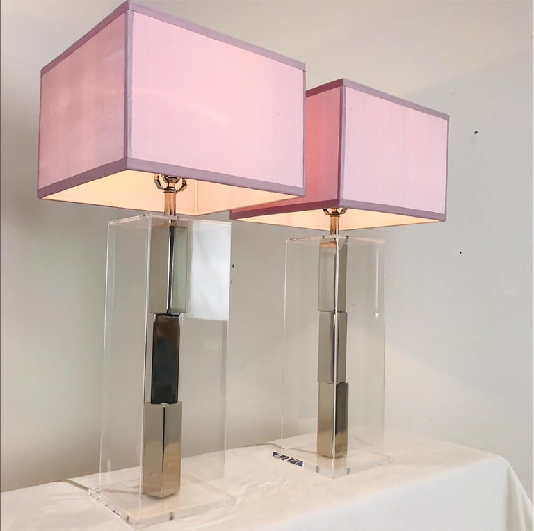 Pair of Lucite and Chrome Table Lamps by Laurel with Silk Shades In Good Condition For Sale In Dallas, TX