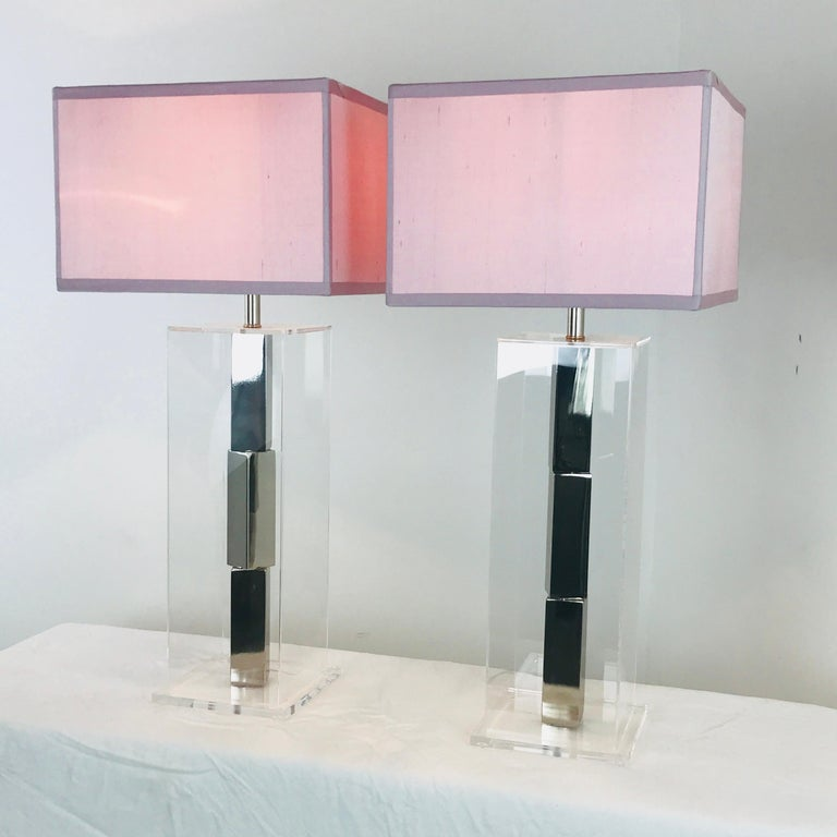 20th Century Pair of Lucite and Chrome Table Lamps by Laurel with Silk Shades For Sale