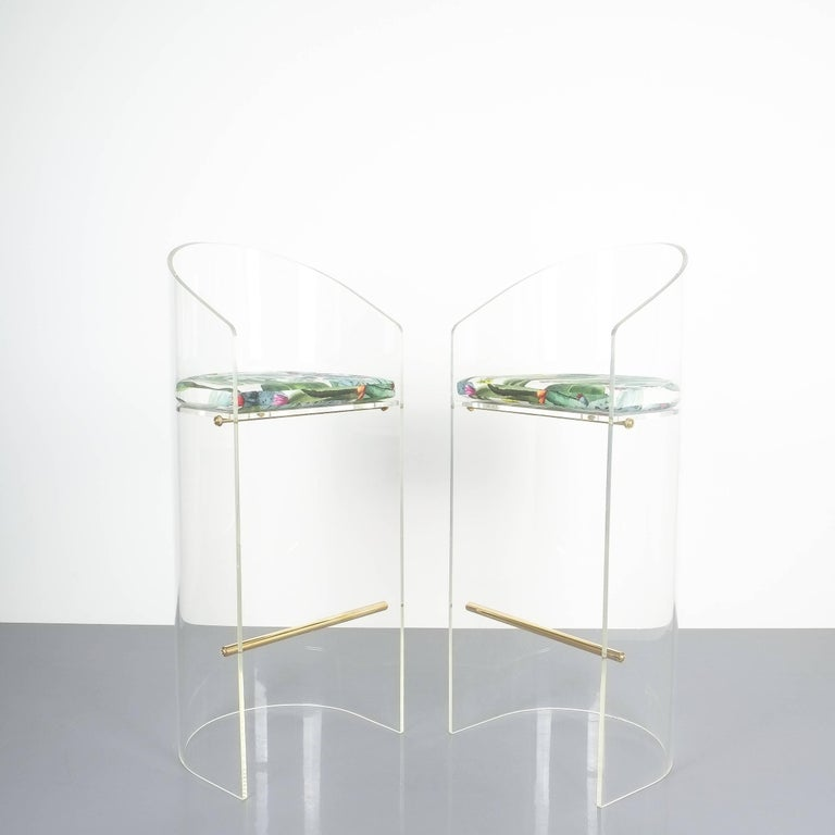 Pair of Lucite Brass Bar Stools Style Charles Hollis Jones, 1960 In Good Condition In Vienna, AT
