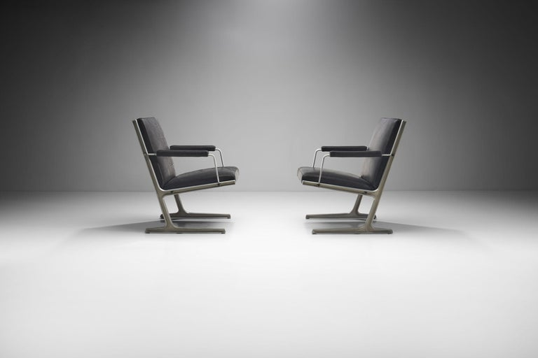 """Pair of """"Lufthavns Stole"""" Chairs by Ditte Heath and Adrian Heath for Cado, Den In Good Condition For Sale In Utrecht, NL"""