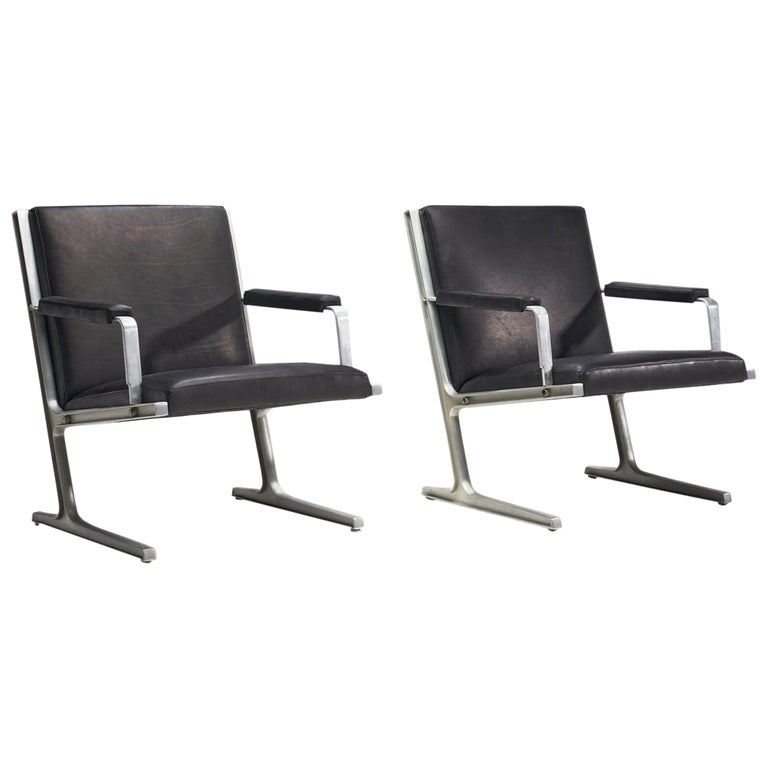 """Pair of """"Lufthavns Stole"""" Chairs by Ditte Heath and Adrian Heath for Cado, Den For Sale"""
