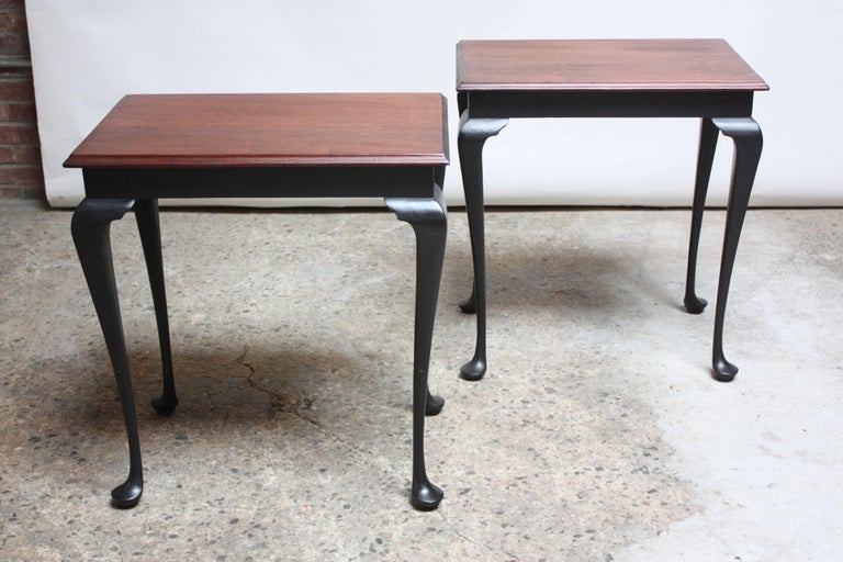 Pair of Mahogany and Ebonized Walnut Chippendale-Style Tall End Tables In Good Condition For Sale In Brooklyn, NY