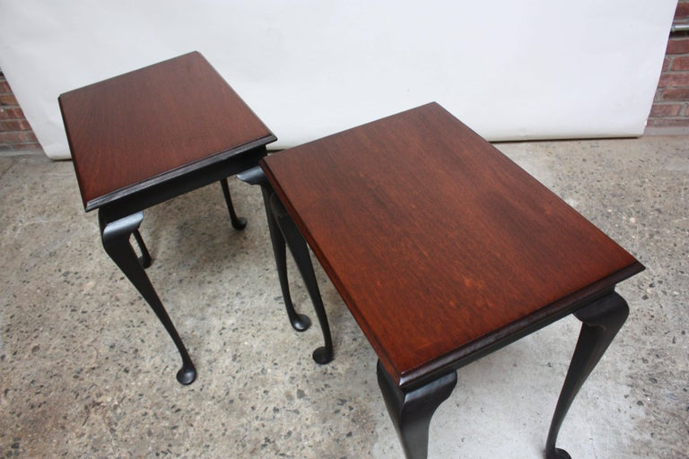 Pair of Mahogany and Ebonized Walnut Chippendale-Style Tall End Tables For Sale 1