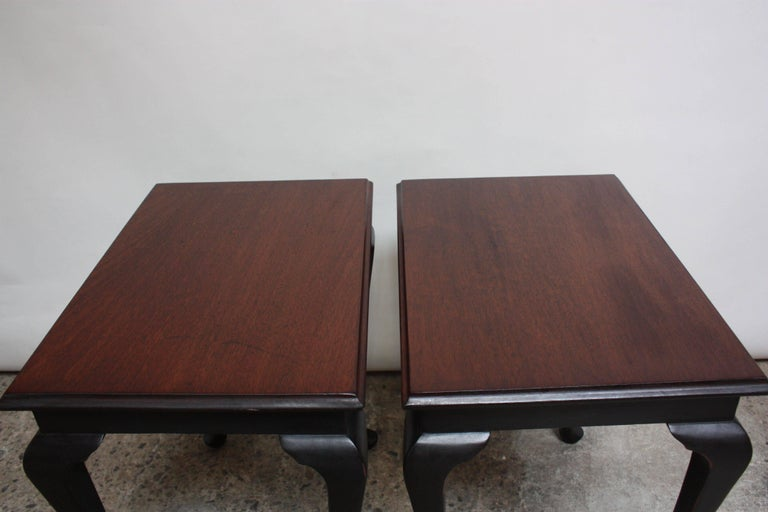 Pair of Mahogany and Ebonized Walnut Chippendale-Style Tall End Tables For Sale 2