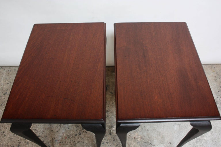 Pair of Mahogany and Ebonized Walnut Chippendale-Style Tall End Tables For Sale 3