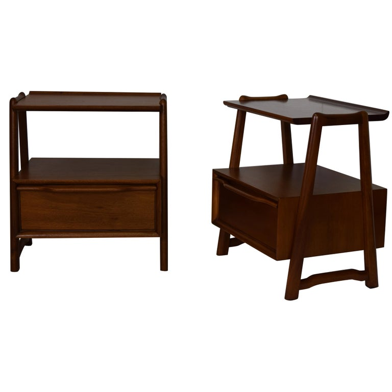 Pair of Mahogany Night Stands or End Table by Hickory Manufacturing For Sale