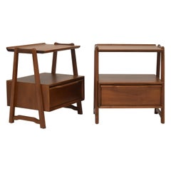 Pair of Mahogany Nightstands or End Table by Hickory Manufacturing