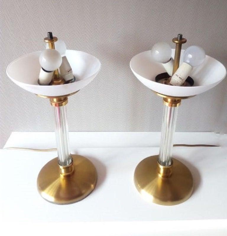Paar zweiarmige Tischlampen aus Messing und Glas, Maison Lucien Gau, Frankreich, 1970er Jahre 10