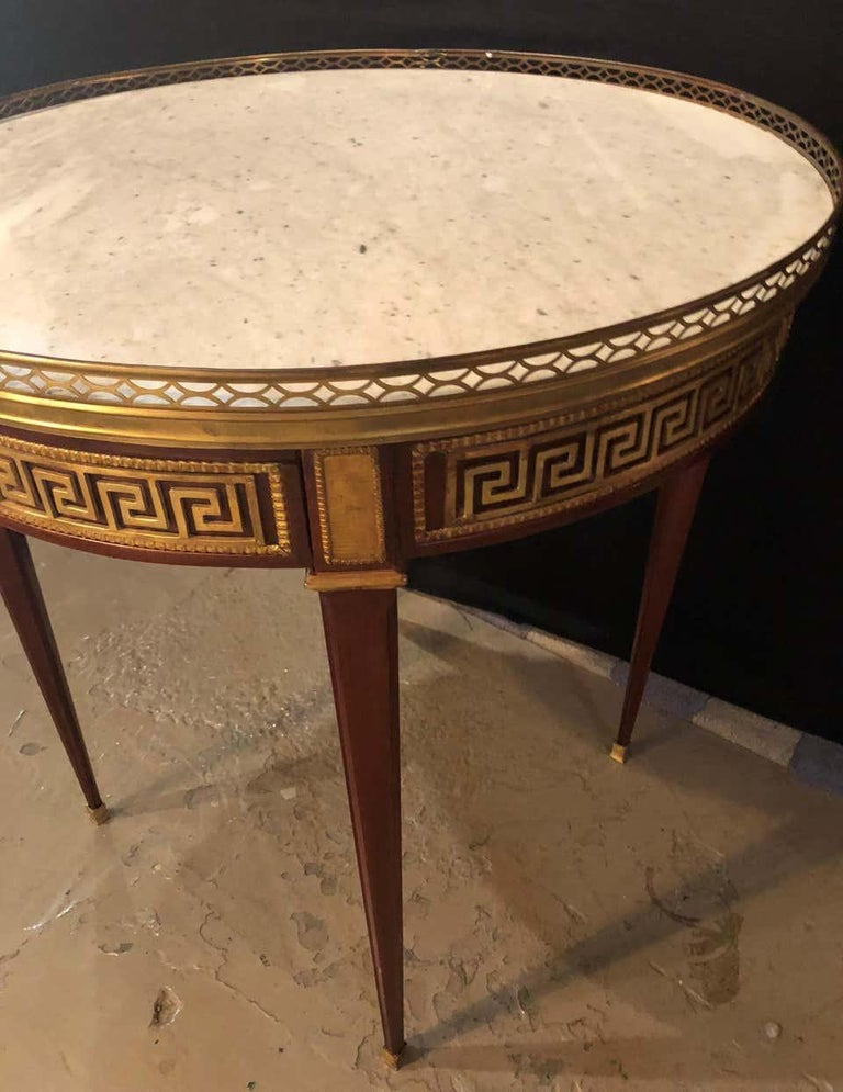 20th Century Pair of Marble-Top Greek Key Bouiliotte Tables / End Mahogany Double Drawers For Sale