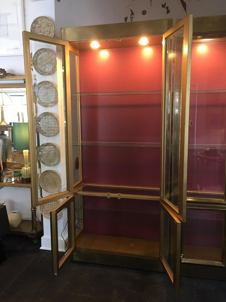 Beveled Pair of Mastercraft Brass Vitrines Display Cabinets  For Sale