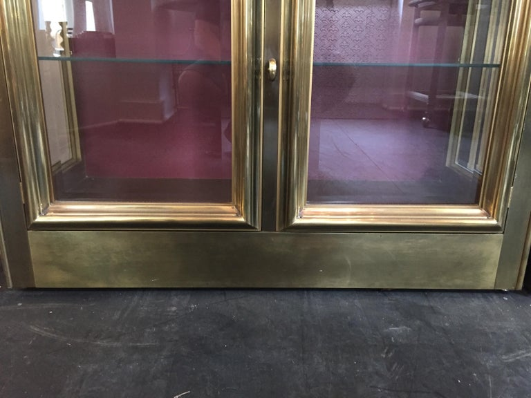 Pair of Mastercraft Brass Vitrines Display Cabinets  For Sale 1