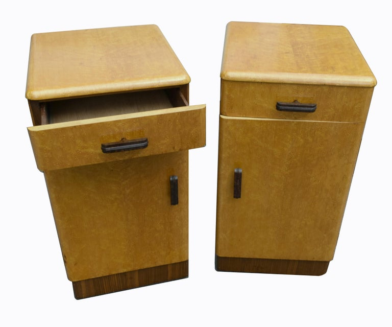 Bakelite Pair of Matching 1930s Art Deco Bedside Cabinet Tables in Blonde Maple For Sale