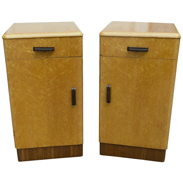 Pair of Matching 1930s Art Deco Bedside Cabinet Tables in Blonde Maple For Sale