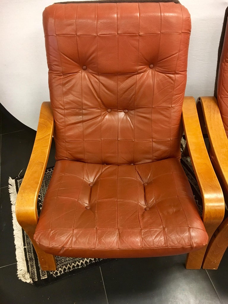 Mid-Century Modern Pair of Danish Modern Teak and Tufted Leather Lounge Chairs For Sale