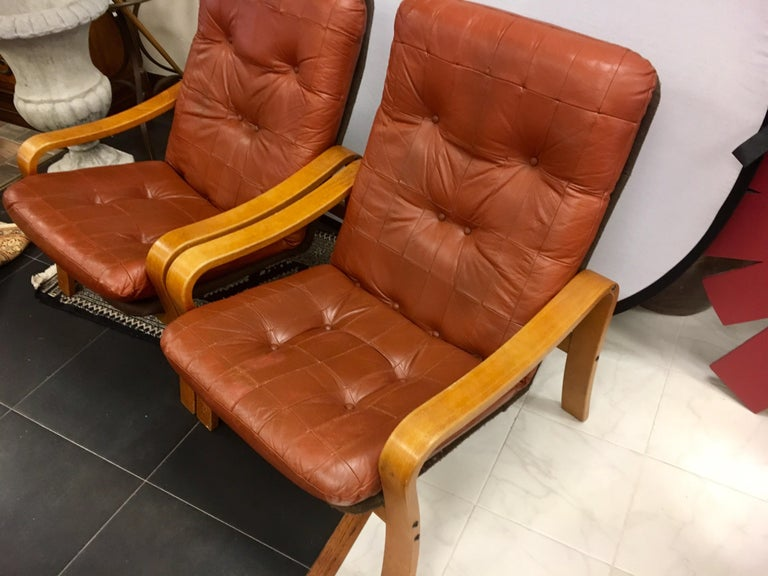 Pair of Danish Modern Teak and Tufted Leather Lounge Chairs In Good Condition For Sale In West Hartford, CT