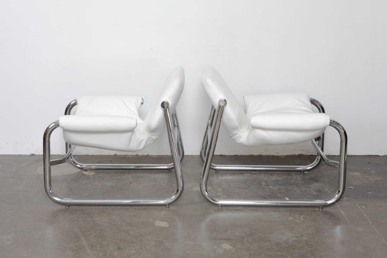 Pair of Maurice Burke Tubular Chrome and White Leather Chairs for Pozza, Brazil In Good Condition For Sale In North Hollywood, CA