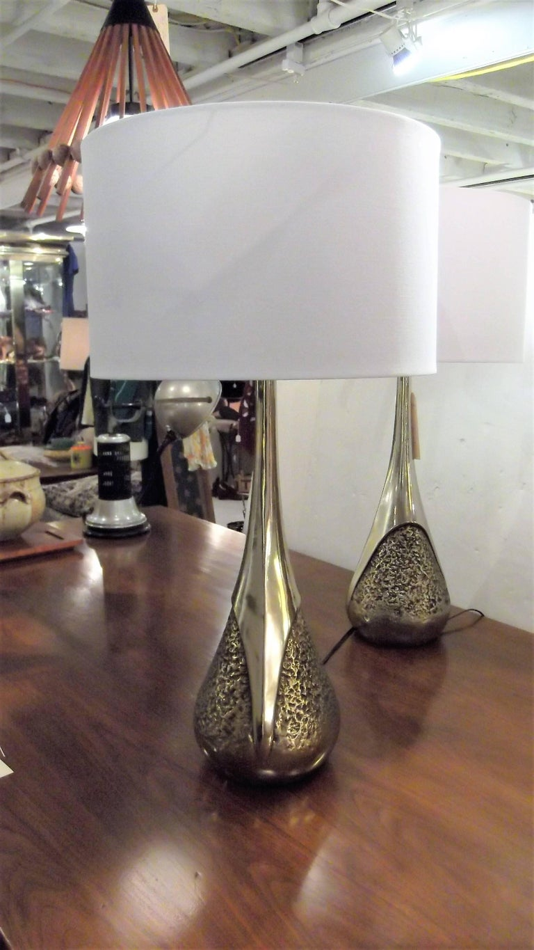 A pair of midcentury bowling pin shape table lamps. Made by the Laurel Lamp Company, circa 1970. The shades are for photographic purposes only and not included with the lamps.