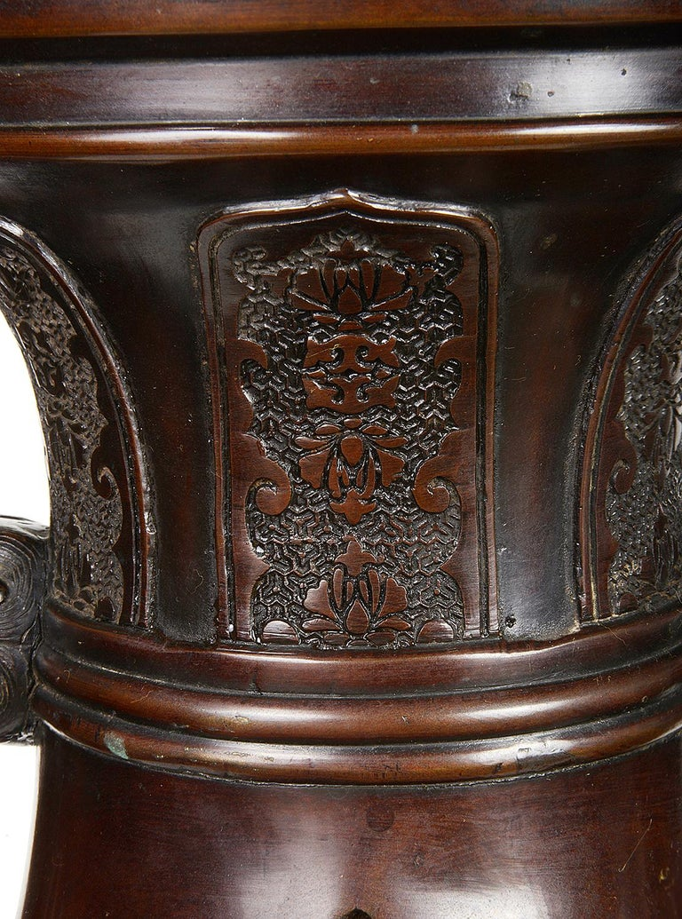 Pair of Meiji Period Japanese Bronze Vases / Lamps For Sale 2