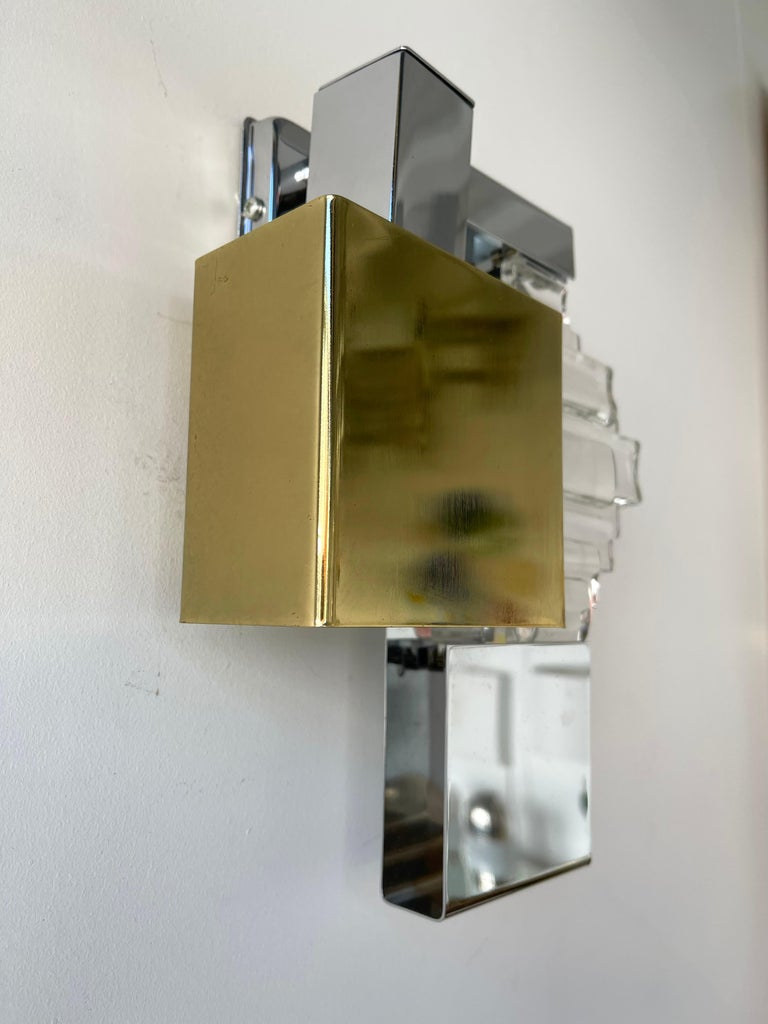 Pair of wall lamps lights sconces in metal chrome, brass and glass by Sciolari for the editor Stilkronen. 2 positions possible on wall. Famous design like Reggiani, Stilux, Targetti Sankey.