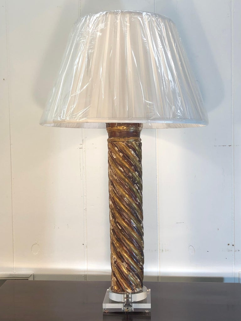 Pair of Mid-18th Century Italian Giltwood Column Lamps For Sale 2