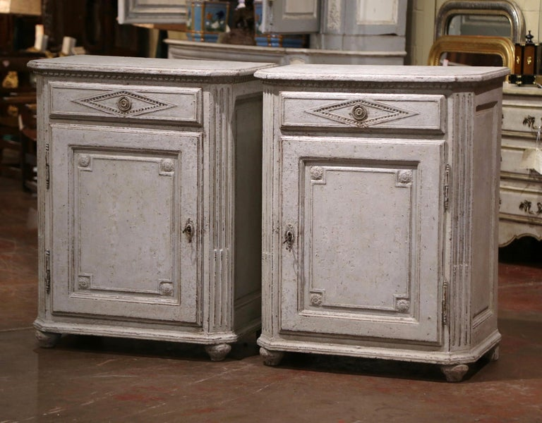 Pair of Mid-19th Century French Louis XIV Carved Hand Painted Jelly Cabinets In Excellent Condition In Dallas, TX