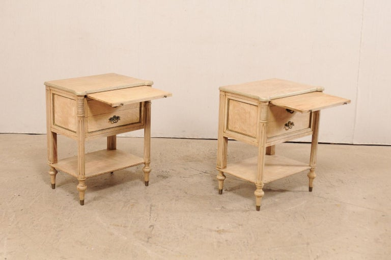 Pair of Mid-20th Century American Carved Wood Nightstands 7