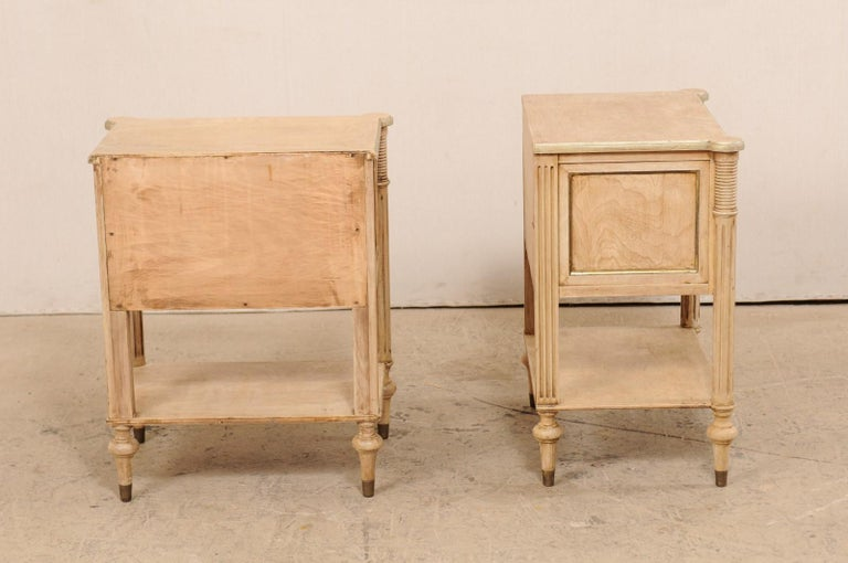 Pair of Mid-20th Century American Carved Wood Nightstands 2