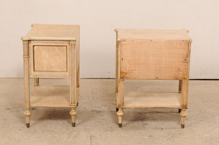 Pair of Mid-20th Century American Carved Wood Nightstands 6