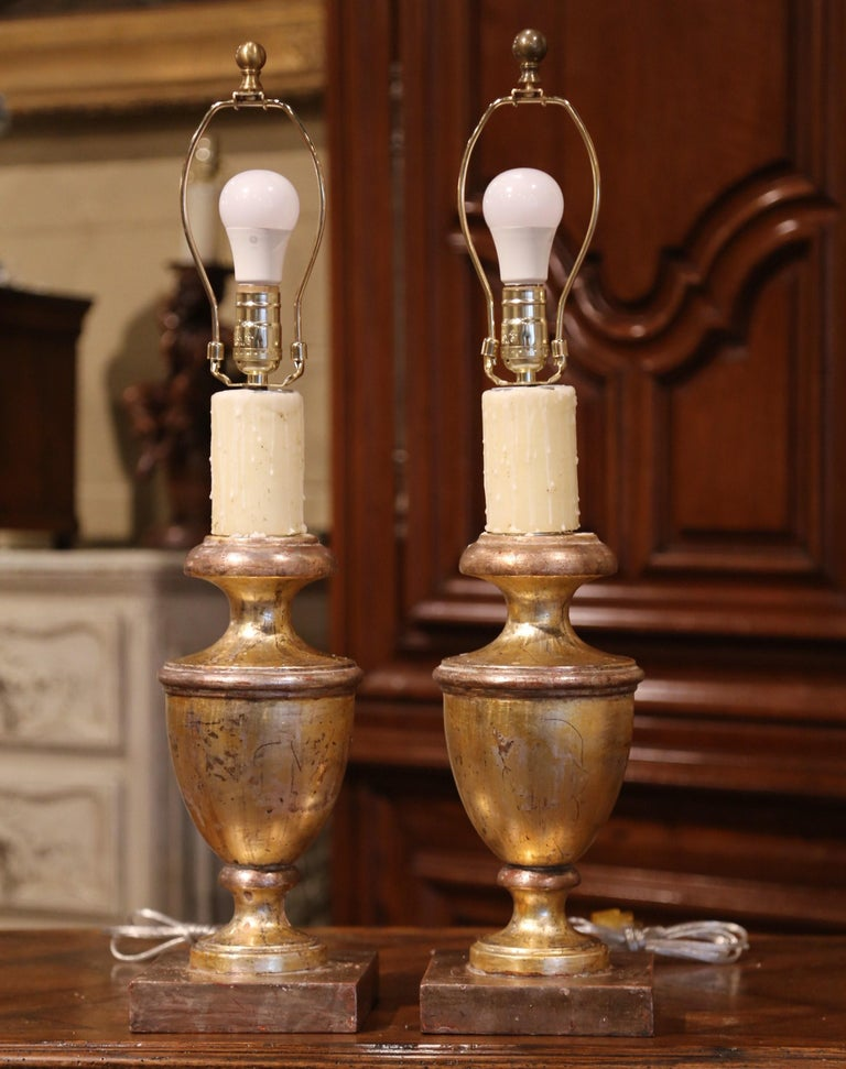 Neoclassical Pair of Mid-20th Century Italian Carved Giltwood Table Lamps For Sale