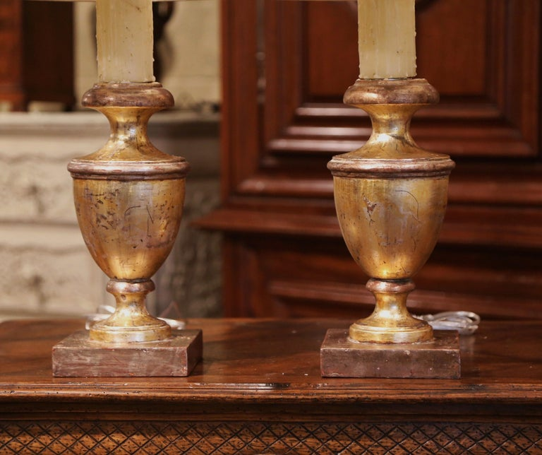 Hand-Carved Pair of Mid-20th Century Italian Carved Giltwood Table Lamps For Sale
