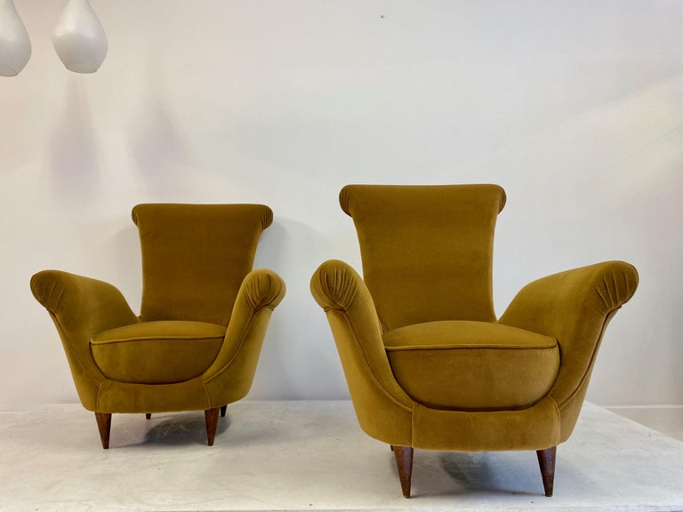 Pair of Midcentury 1950s Italian Armchairs in Mustard Velvet In Good Condition For Sale In London, London