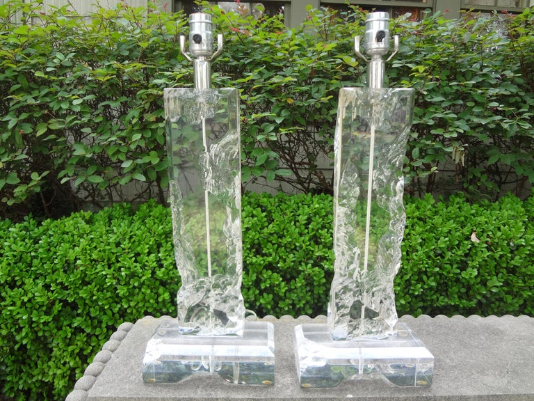 Unusually stunning pair of Mid-Century Modern acrylic lamps or Lucite lamps in the style of Les Prismatiques, Karl Springer or Van Teal. These great Mid-Century Modern lamps have the appearance of chunks of chipped ice. Offered acrylic lamps have