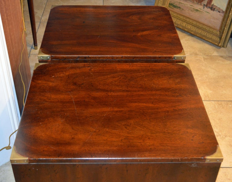 Pair of Midcentury Mahogany Campaign Style Three Drawer Chests w. Brass Accents For Sale 4