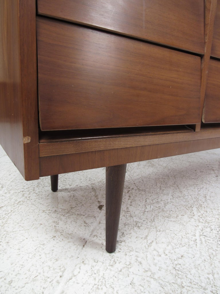 Pair of Midcentury American Walnut Dressers by Dixie Furniture For Sale 6