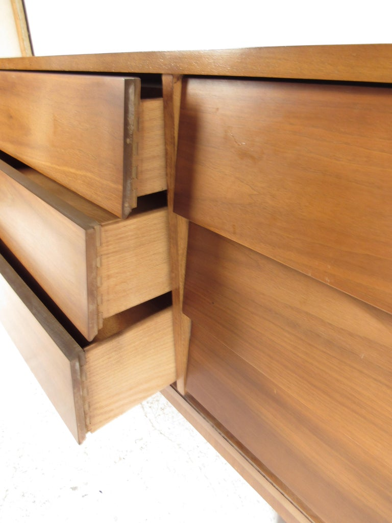 Pair of Midcentury American Walnut Dressers by Dixie Furniture For Sale 7