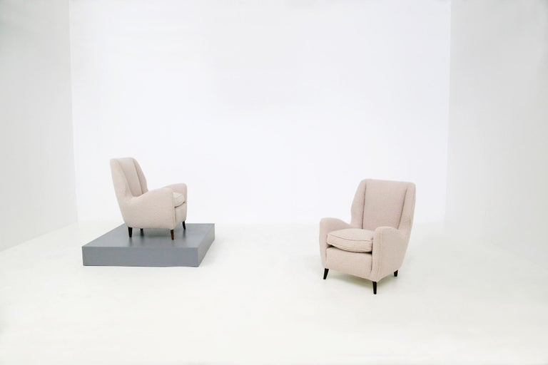 Italian Pair of Midcentury Armchairs by Isa Bergamo in White Bouclè Fabric, 1950s For Sale