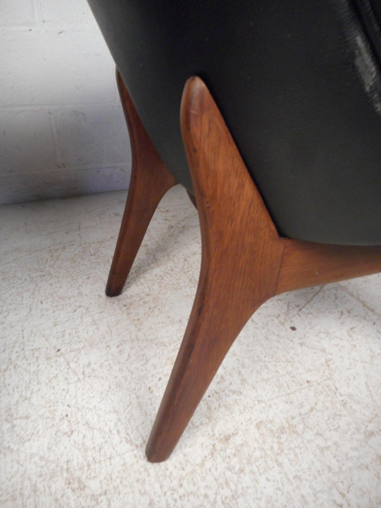 Pair of Midcentury Armchairs For Sale 6