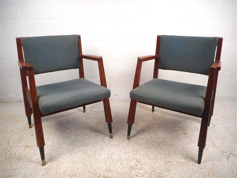 Mid-Century Modern Pair of Midcentury Armchairs For Sale