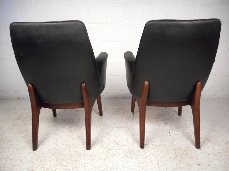 Pair of Midcentury Armchairs In Good Condition For Sale In Brooklyn, NY